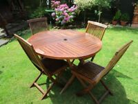 GARDEN 4 CHAIRS AND TABLE £ 140