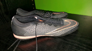 Nike soccer Shoes indoor. 11 us