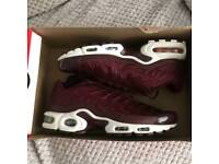 NIKE Air Max TN in Burgundy (Sizes 4 to 6)