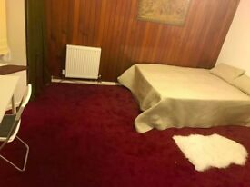 Perfect and super Huuuge double room just got available (Ilford)