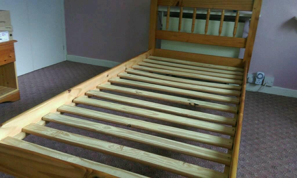 Standard single bed (pine)