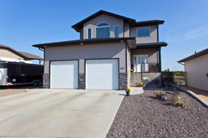New Listing! Gorgeous Walk-out With Coulee Views!!
