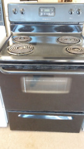 FRIGIDAIRE DIGITAL ELECTRIC STOVE