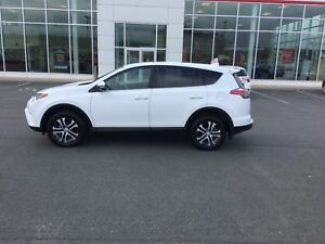 2016 Toyota RAV4 LE AUTO; AIR;SW CONTROLS;BLUETOOTH;AWD LIKE NEW