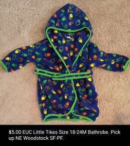 $5.00 Little Tikes Bathrobe 18-24M