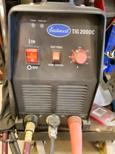 Tig welder with pedal