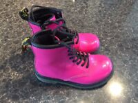 DR MARTENS BABY AS NEW ONLY £10!!!! SIZE26