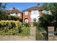 3 bedroom house in Woodberry Way, Chingford, E4 (3 bed)