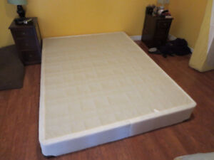 queen size- simmons Beauty Rest Box Spring