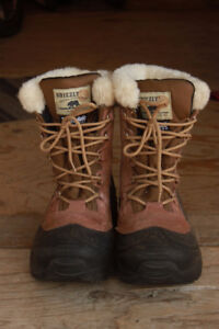 Women's Grizzly Winter Boots Size 10