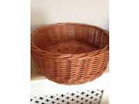 Cosy cat or dog basket