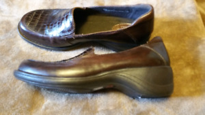 Ladies casual shoes - Clarks size 9.5