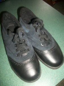 MEN CANADA OLSONS CURLING BOOTS  SIZE 9 1/2 LIKE NEW .