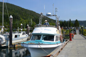 32' Fiberglass Ferrell boat in Kitimat for sale