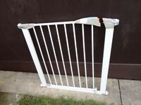no 5 ) lindam stair gate with fittings