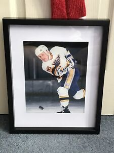 St Louis blues Brett Hull signed and framed photo