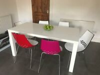 White dining room table and 6 JAM chairs by Calligaris