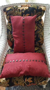 Coussin rouge pour sofa boutons red pillow cushion