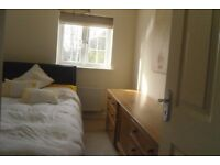 £90 PER WEEK ROOM FOR RENT IN LARGE MODERN FOUR BEDROOM HOUSE CLOSE TO TOWN CENTRE.