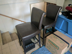 2 modern bar stools / excellent condition / $25 for pair!!
