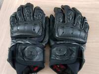 Richa Magma Gloves (Medium)