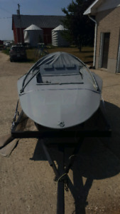 2 Man Fiberglass UFO Layout Boat w Trailer
