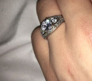 BEAUTIFUL ROUND-CUT SILVER DIAMOND RING FOR SALE SIZE 5