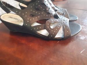 Sandals size 11
