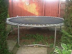 10ft trampoline with safety net poles
