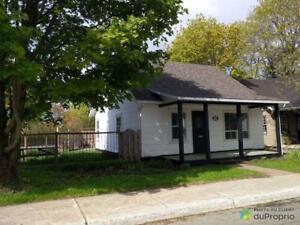 225 000$ - Maison à un étage et demi à vendre à Saint-Sauveu