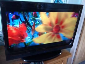 """Quality 32"""" Hitachi HD ready Freeview TV, excellent condition."""