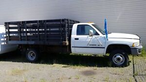 1997 DODGE 3500 12 FT  STAKE BOX