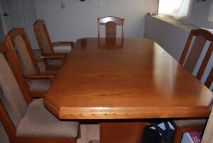 "7 - PC SOLID OAK TABLE & CHAIRS--MOVING ""MUST SELL"""