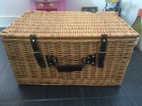 Picnic Basket in excellent condition