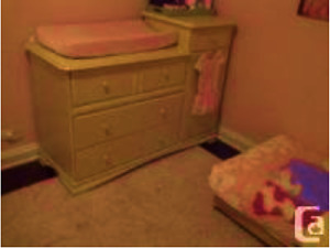 Made in Canada - Change table/Dresser. Excellent condition