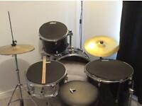 Used Rockburn 5 piece drum set including cymbals, in excellent condition with no holes
