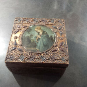vintage jewelry box with custom jewelry