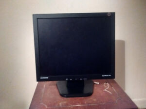 """SAMSUNG SyncMaster 710v 17"""" LCD Monitor w/ Stand"""