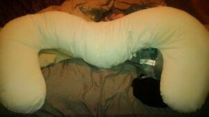 Snoogle pregnancy pillow