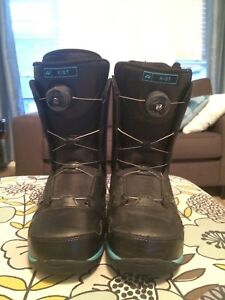 snowboarding boots with speed laces