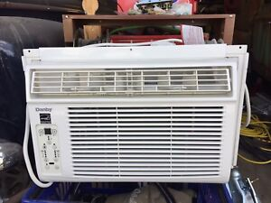 Like new 8000 btu window air conditioner with remote