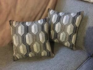Throw pillows galour!