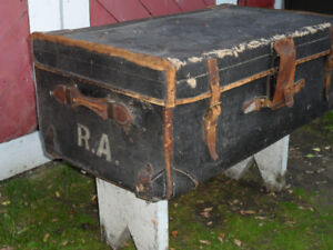 ***FANTASTIC*** ANTIQUE LEATHER TRUNK