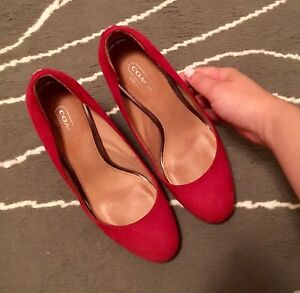 Authentic COACH Blocked Heel Suede Pumps in Red Size 5.5