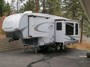 5th Wheel - Open Range 280RLS - 3 Slides - Spacious