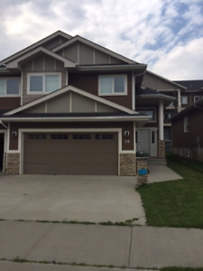 Roomate to Share 2200 Sq Ft Duplex in West Haven Leduc
