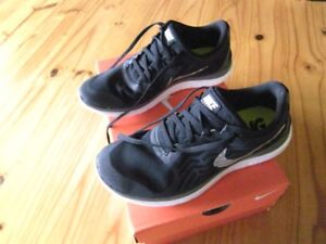 WOMANS NIKE FREE 4.0 sneakers ,NEW!