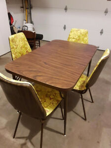 Chrome table with leaf, 4 Vinyl Chairs