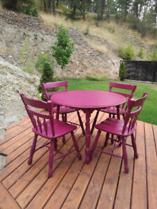 Solid wood extendable round table & 4 chairs