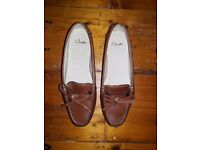Clarks womens size 5 brown leather flat shoes